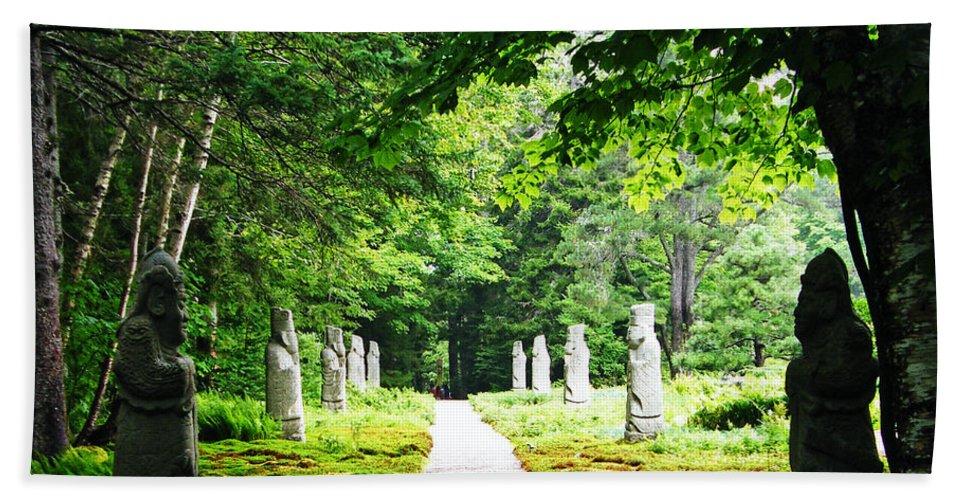 Garden Hand Towel featuring the photograph Abby Aldrich Rockefeller Path Statuary by Lizi Beard-Ward