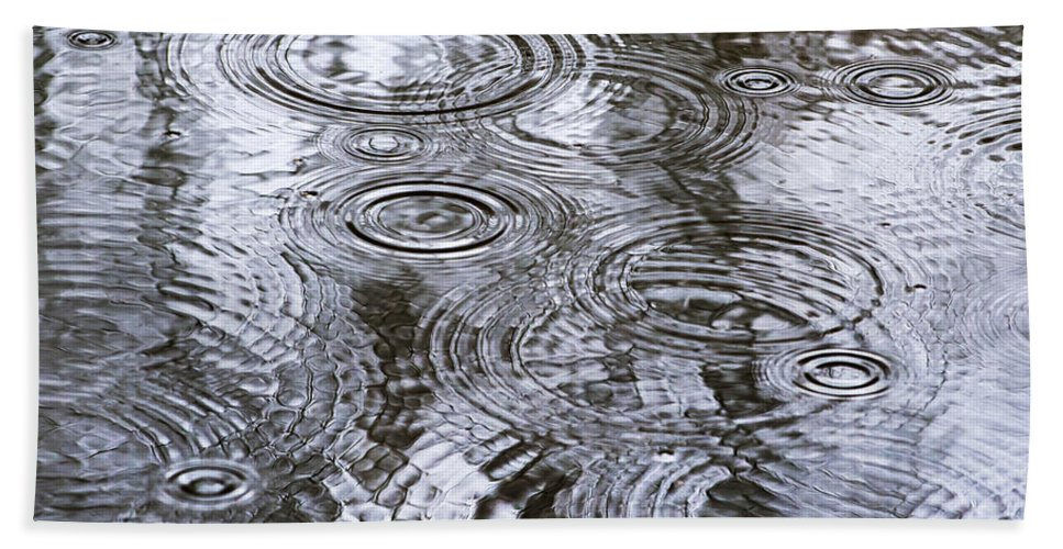 Water Hand Towel featuring the photograph Abstract Raindrops by Christina Rollo