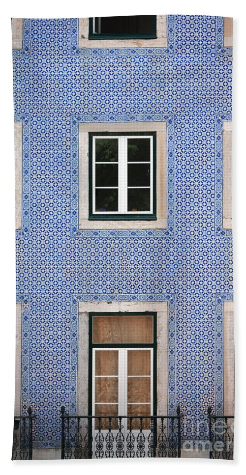 Building Facade Bath Sheet featuring the photograph Alfama 2 by Rod McLean