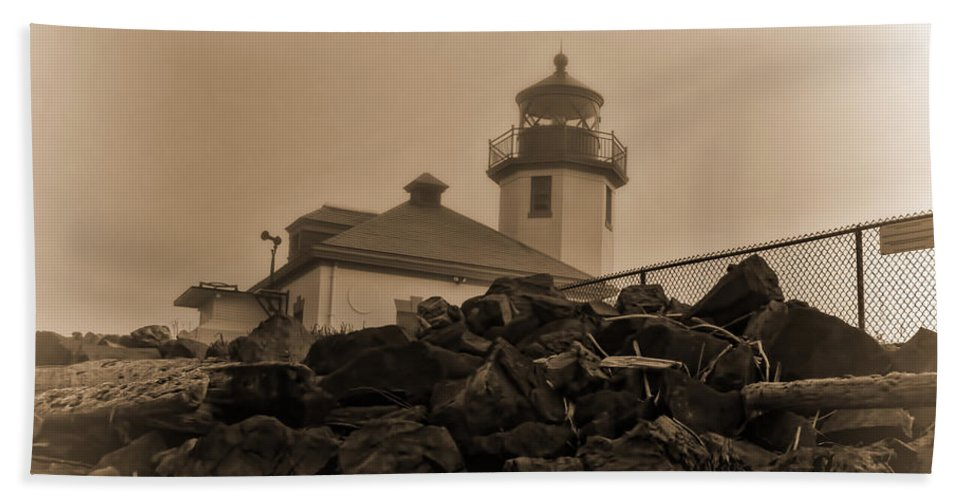Alki Beach Hand Towel featuring the photograph Alki Lighthouse by Cathy Anderson
