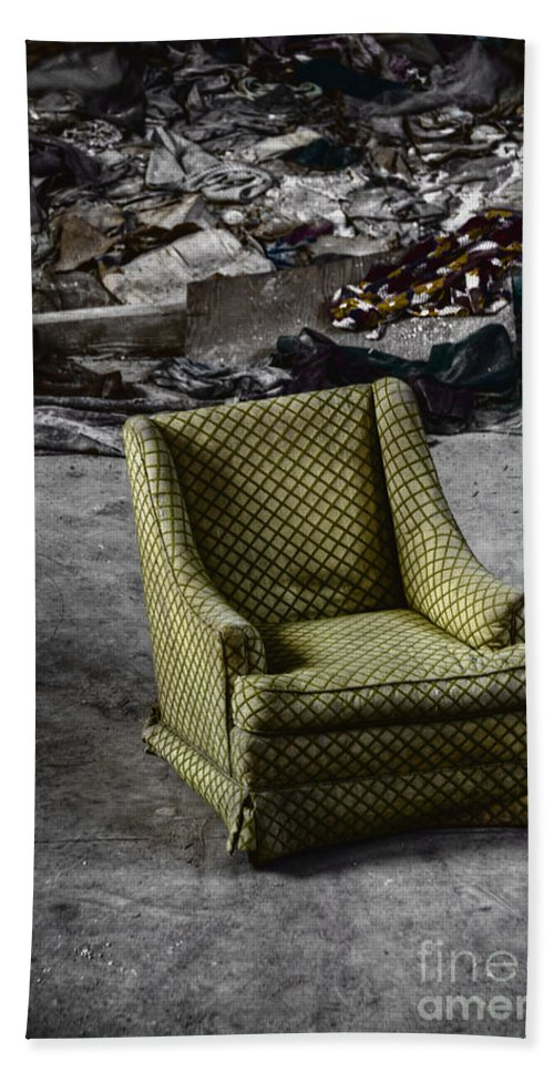 Chair Bath Sheet featuring the photograph All The World Is A Stage by Margie Hurwich