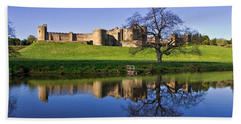 Alnwick Hand Towel featuring the photograph Alnwick Castle by David Pringle