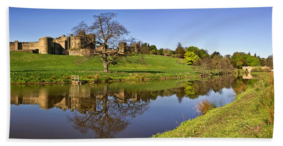 Alnwick Bath Sheet featuring the photograph Alnwick Castle Panorama by David Pringle