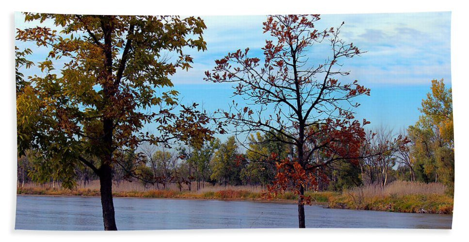 River Bath Sheet featuring the photograph Along The Platte by Sylvia Thornton