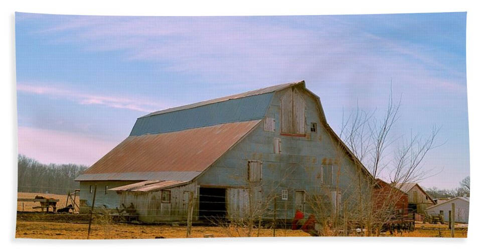 Rustic Hand Towel featuring the photograph Amish Metal Barn by Bonfire Photography