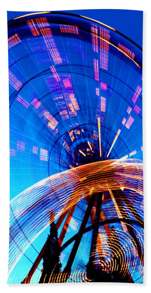 Amusement Park Bath Towel featuring the photograph Amusement Park Rides 1 by Steve Ohlsen