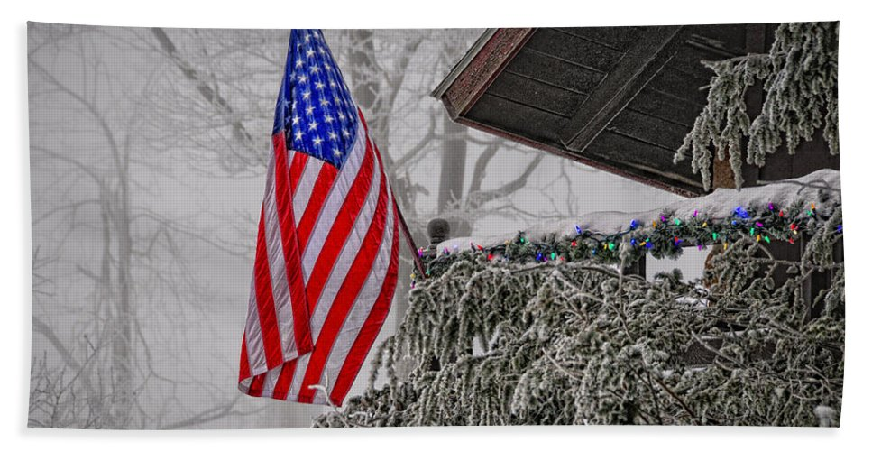 Frost Bath Towel featuring the photograph An American Christmas by Lois Bryan