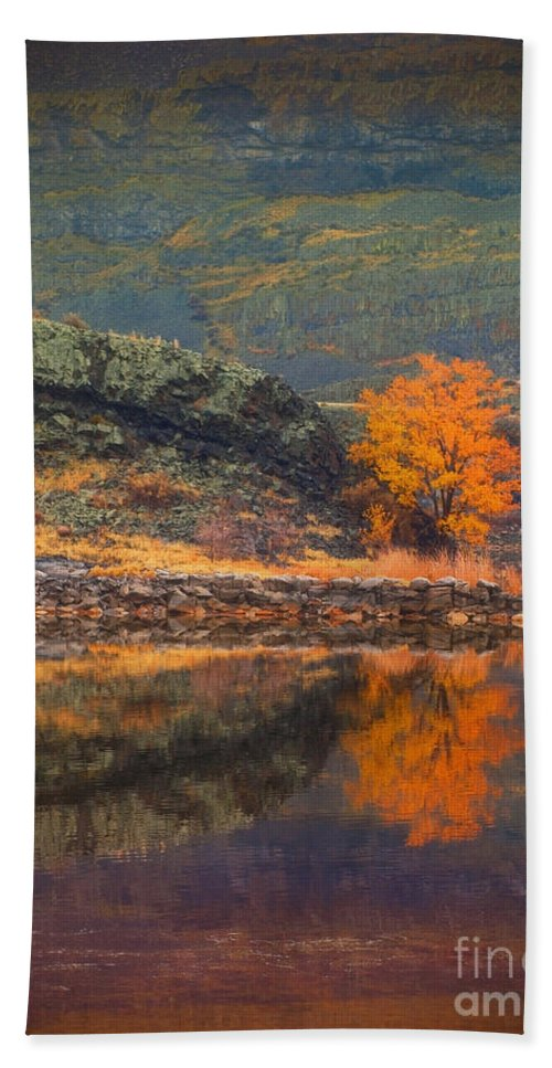 Tree Bath Sheet featuring the photograph An Autumn Stand by Tara Turner