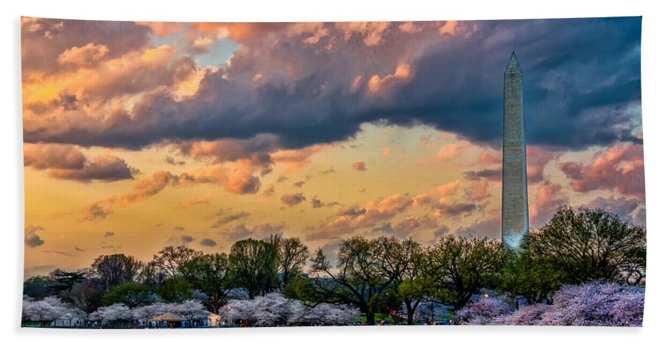Washington Dc Hand Towel featuring the photograph An Evening In Dc by Christopher Holmes