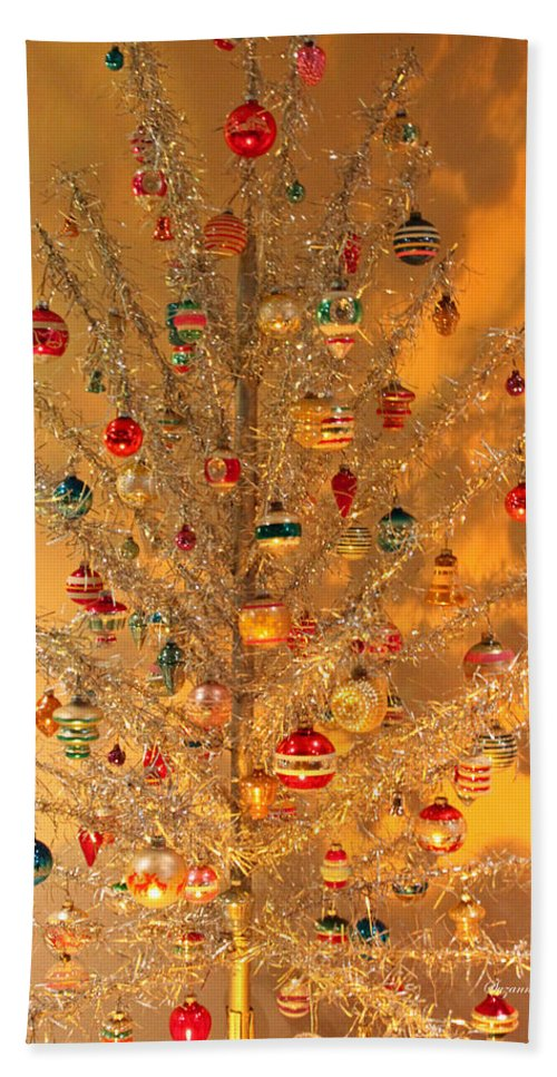 Christmas Hand Towel featuring the photograph An Old Fashioned Christmas - Aluminum Tree by Suzanne Gaff