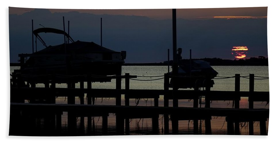 Obx Hand Towel featuring the photograph An Outer Anks Of North Carolina Sunset by Richard Rosenshein