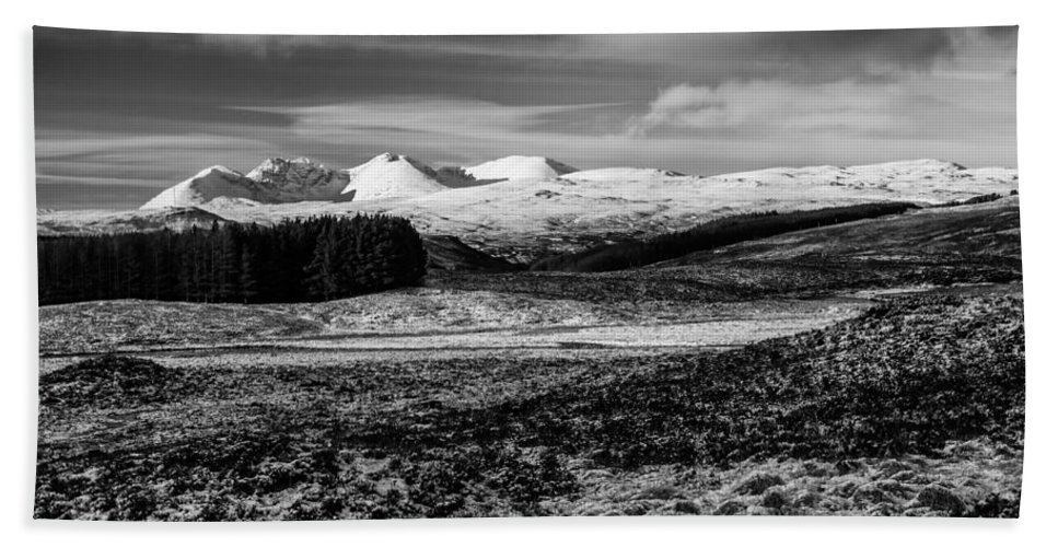 An Teallach Hand Towel featuring the photograph An Teallach by Derek Beattie