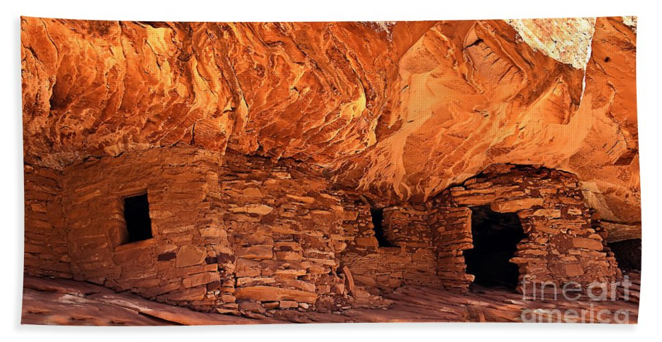 Architecture Bath Sheet featuring the photograph Anasazi Cliff Dwelling by Robert Bales