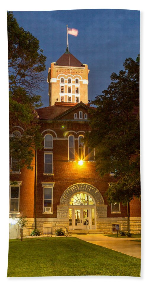 Court Hand Towel featuring the photograph Anderson County Courthouse by Ken Kobe