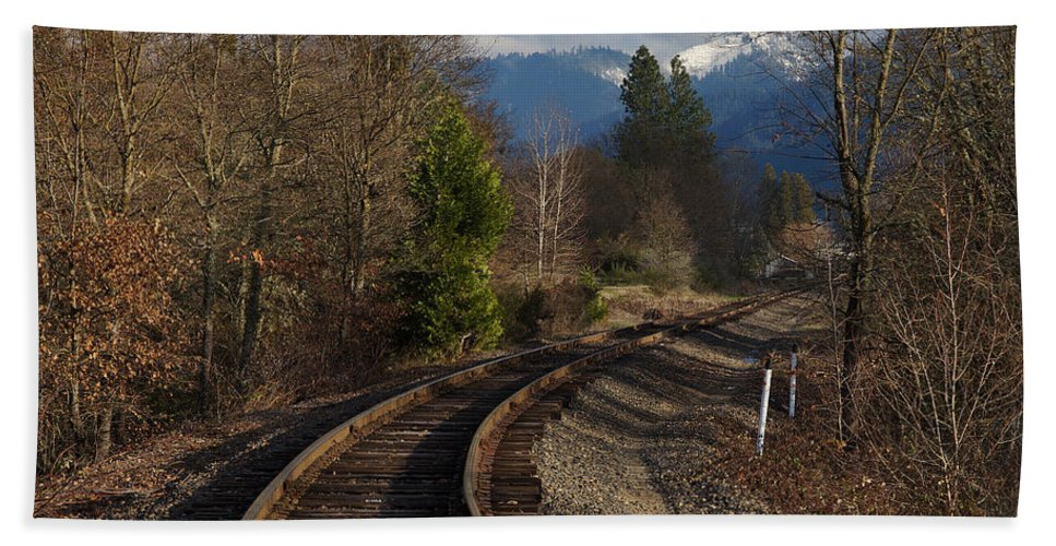Approach Hand Towel featuring the photograph Approaching Grants Pass 1 by Mick Anderson