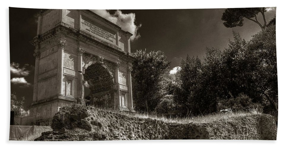 Arch Of Titus Bath Sheet featuring the photograph Arch Of Titus by Michael Kirk
