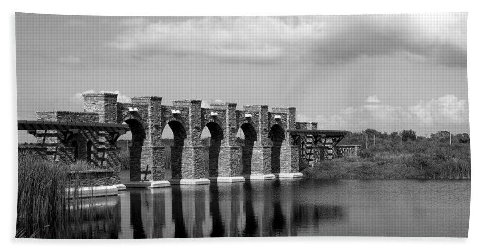 Artisan Lakes Bath Sheet featuring the photograph Artisan Lakes Bridge 1bw by Norman Johnson