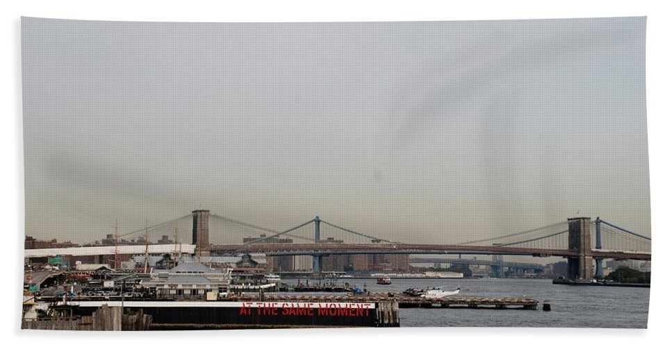 Brooklyn Bridge Hand Towel featuring the photograph At The Same Moment by Rob Hans