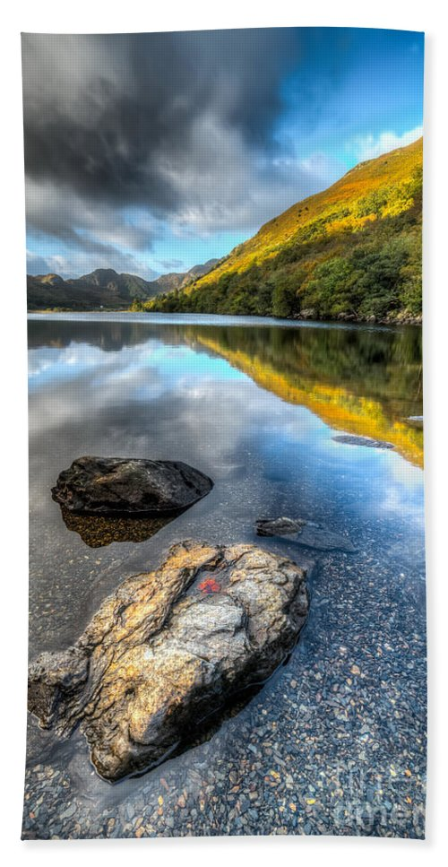 Betws Y Coed Hand Towel featuring the photograph Autumn At Crafnant by Adrian Evans