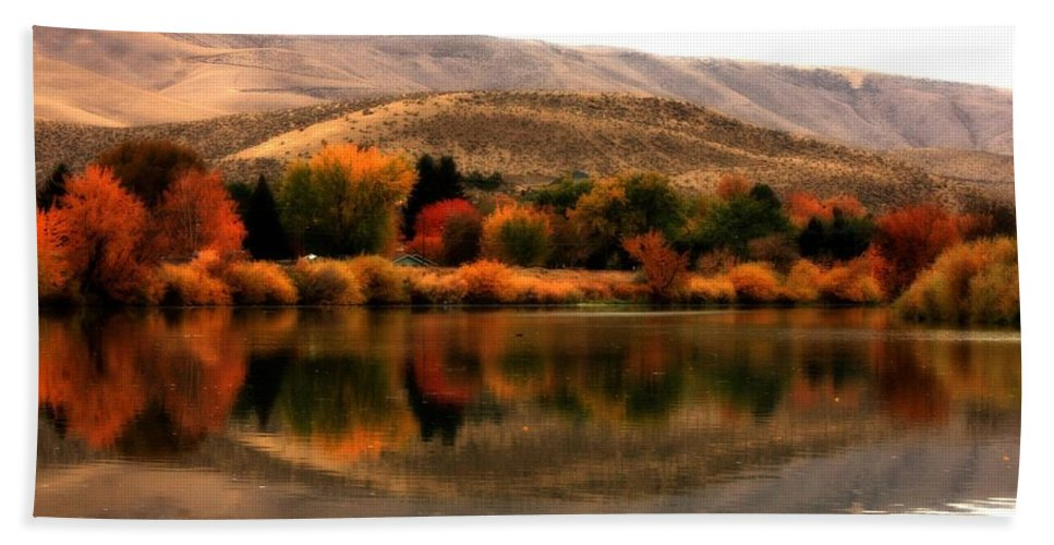 Prosser Hand Towel featuring the photograph Autumn Glow On The Yakima River by Carol Groenen