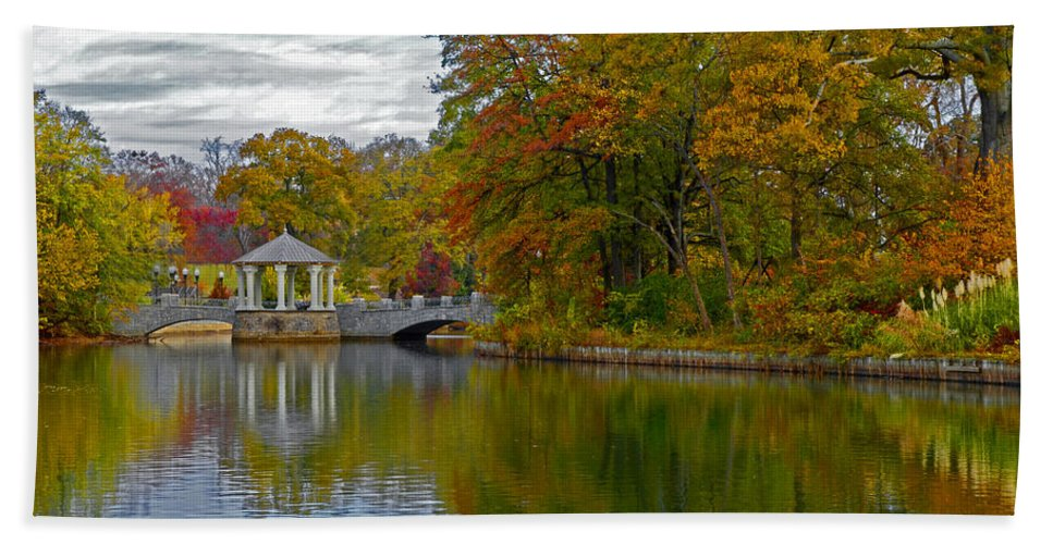 Atlanta Hand Towel featuring the photograph Autumn In Atlanta by Eric Albright