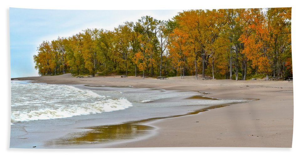 Autumn Hand Towel featuring the photograph Autumn Tides by Frozen in Time Fine Art Photography