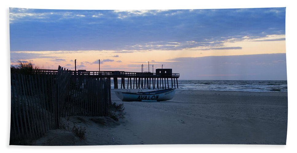 Avalon Hand Towel featuring the photograph Avalon - Sunrise On 32nd Avenue by Bill Cannon