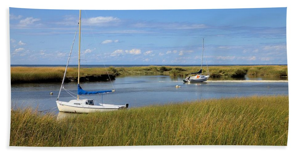 2558 Hand Towel featuring the photograph Awaiting Adventure by Gordon Elwell