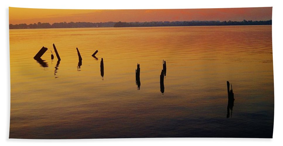 Sunrise Hand Towel featuring the photograph Awaiting The Sun's Return by Daniel Thompson