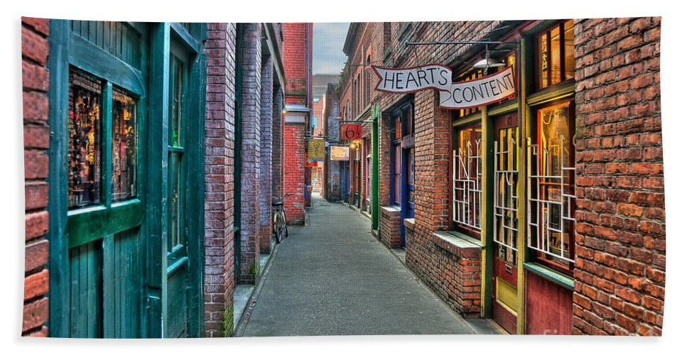 Victoria Photographs Hand Towel featuring the photograph Back Street Love by Frank Welder