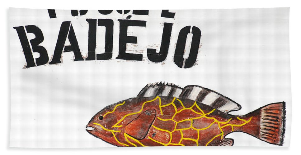 Fish Hand Towel featuring the photograph Badejo by Gaspar Avila