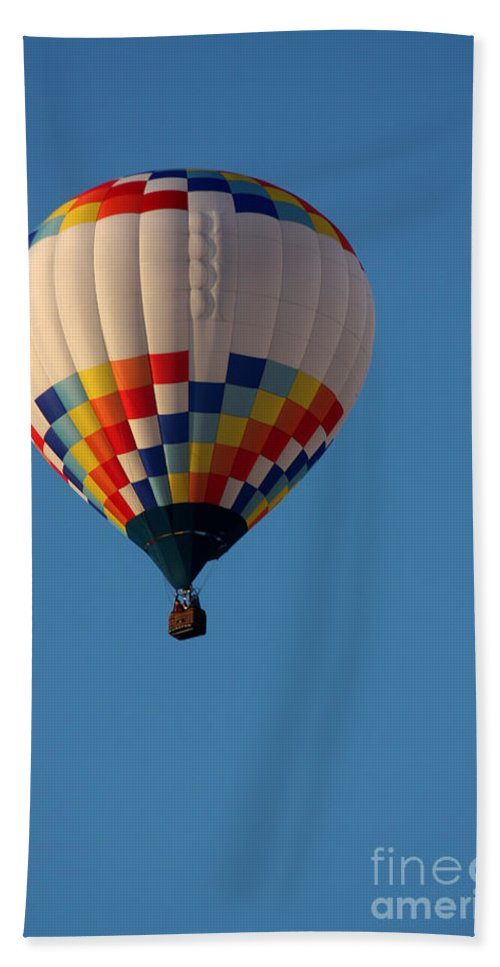 Hot Air Balloon Bath Sheet featuring the photograph Balloon-7033 by Gary Gingrich Galleries