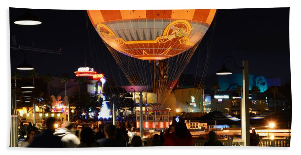 Balloon Hand Towel featuring the photograph Balloon Landing by David Lee Thompson
