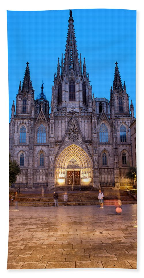 Barcelona Hand Towel featuring the photograph Barcelona Cathedral In The Evening by Artur Bogacki