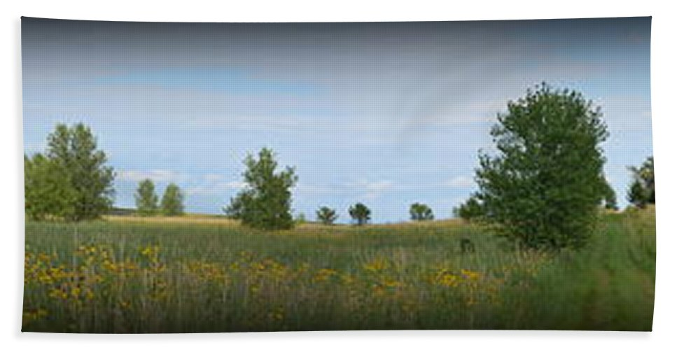 Barn Hand Towel featuring the photograph Barn At Trailsend 2 by Bonfire Photography