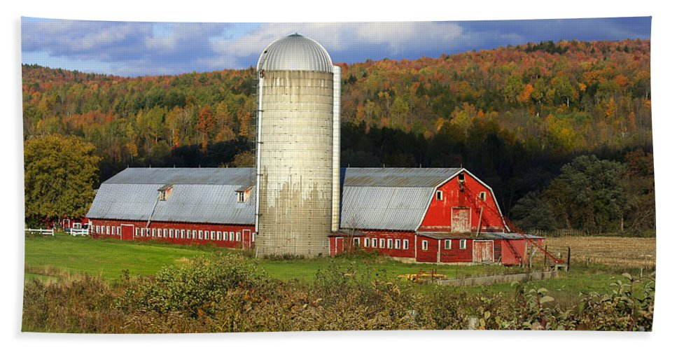 Landscape Bath Sheet featuring the photograph Barn On The River Rd. by Deborah Benoit