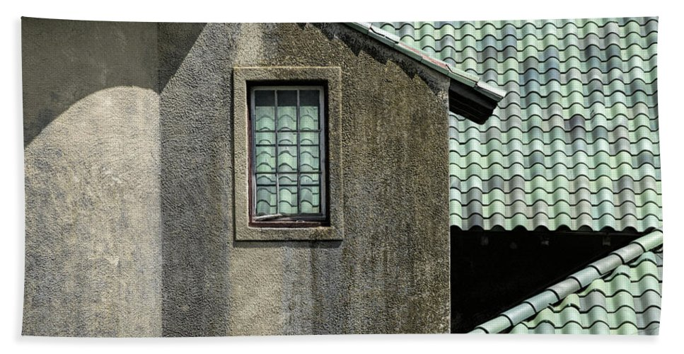 Crane Estate Hand Towel featuring the photograph Barn Roofs At The Crane Estate by David Stone
