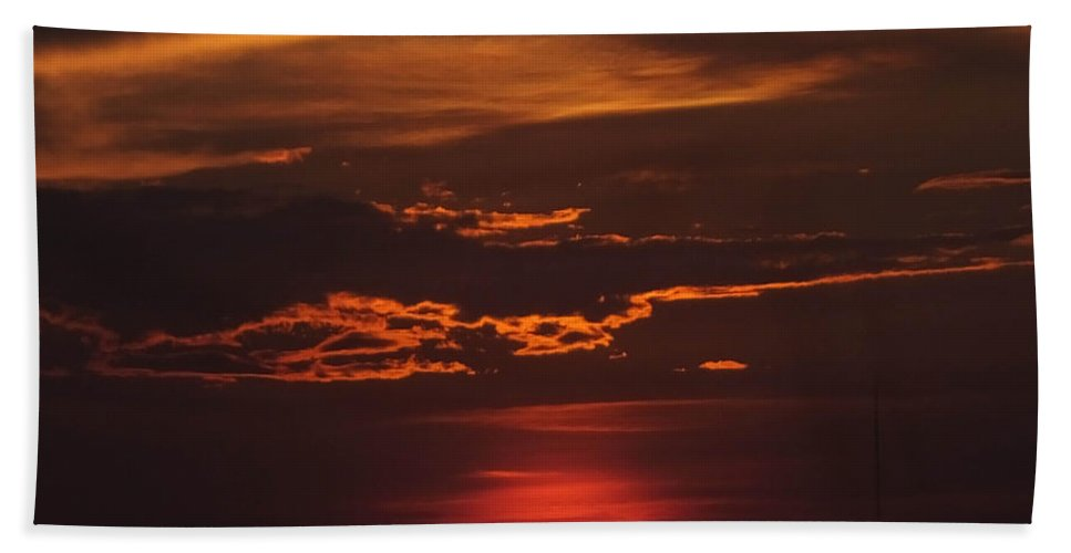 Mississippi River Hand Towel featuring the photograph Baton Rouge Sizzling Sunday Sunset by Lizi Beard-Ward