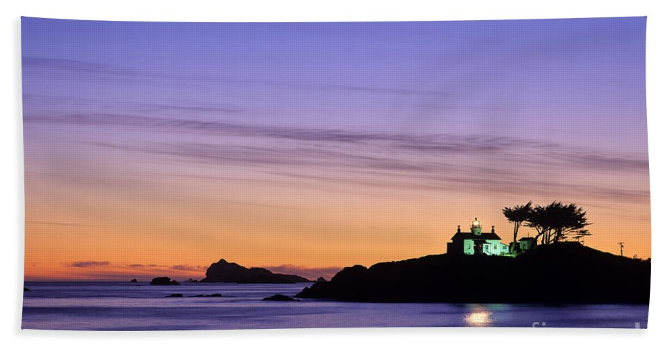 Landscape Hand Towel featuring the photograph Battery Point Lighthouse by Jim Corwin
