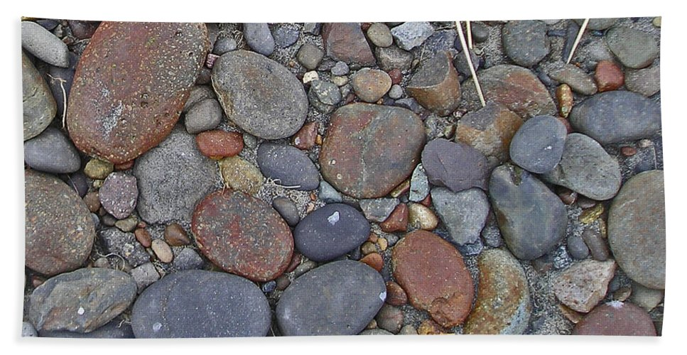 Rocks Bath Sheet featuring the photograph Beach Skins 5 by Catherine Helmick