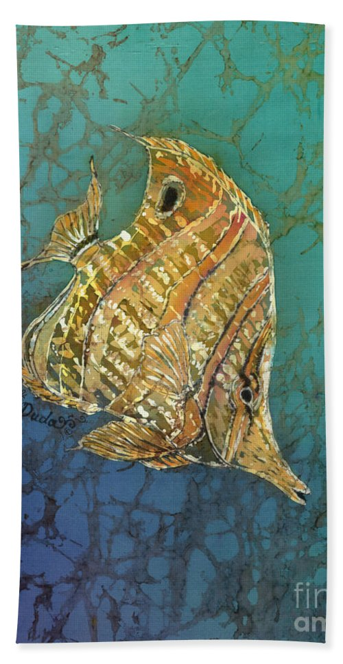 Fish Hand Towel featuring the painting Beaked Butterflyfish by Sue Duda