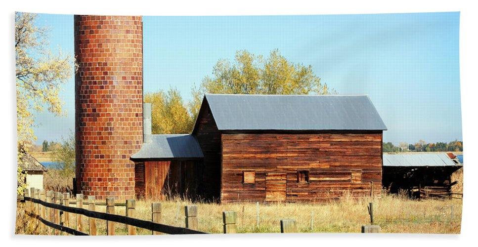 Americana Bath Sheet featuring the photograph Beautiful Brick Silo by Marilyn Hunt