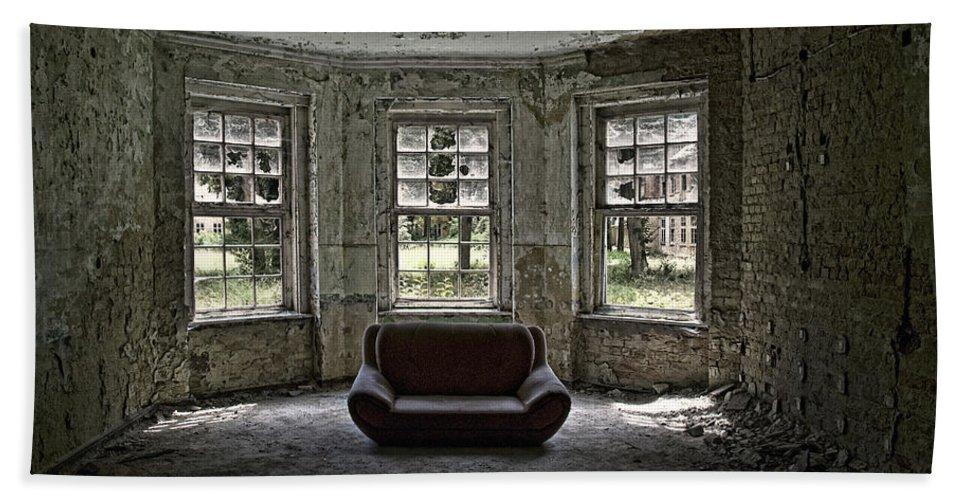 Broken Hand Towel featuring the photograph Beautiful Living? by Joachim G Pinkawa