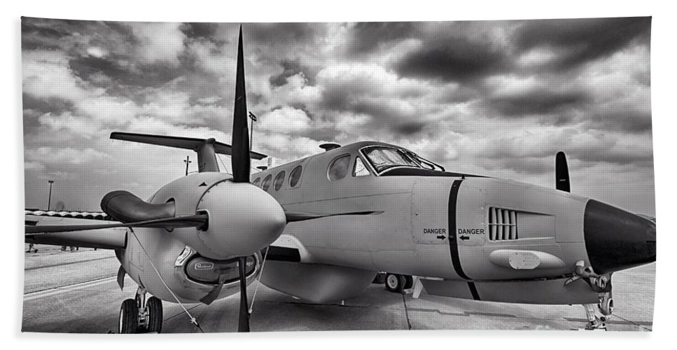2014 Fort Worth Air Expo Hand Towel featuring the photograph Beechcraft C-12 Huron by Douglas Barnard