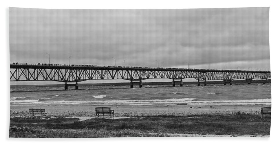 Mackinaw Bridge Bath Towel featuring the photograph Benches And A Big Mac by Daniel Thompson