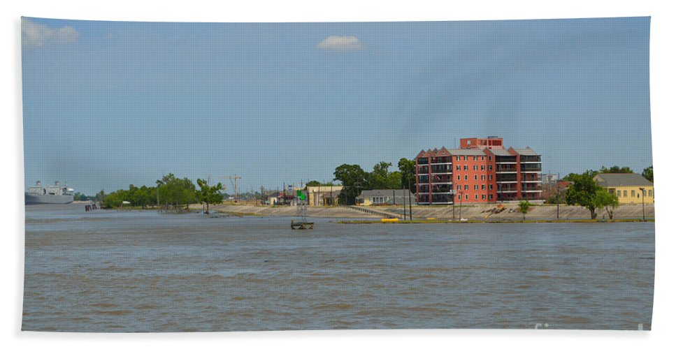 Mississippi River Bath Sheet featuring the photograph Bend Of The Mississippi River by Alys Caviness-Gober