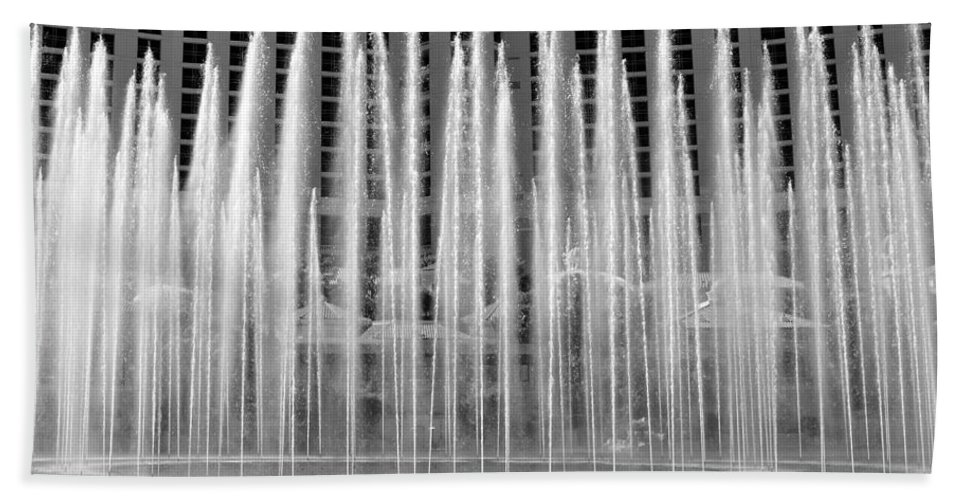 Bellagio Casino Fountains Las Vegas Nevada Hand Towel featuring the photograph Bellagio Fountains Work A by David Lee Thompson
