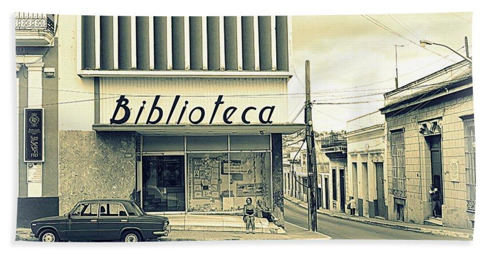 Vintage Bath Sheet featuring the photograph Biblioteca Cubana by Valentino Visentini
