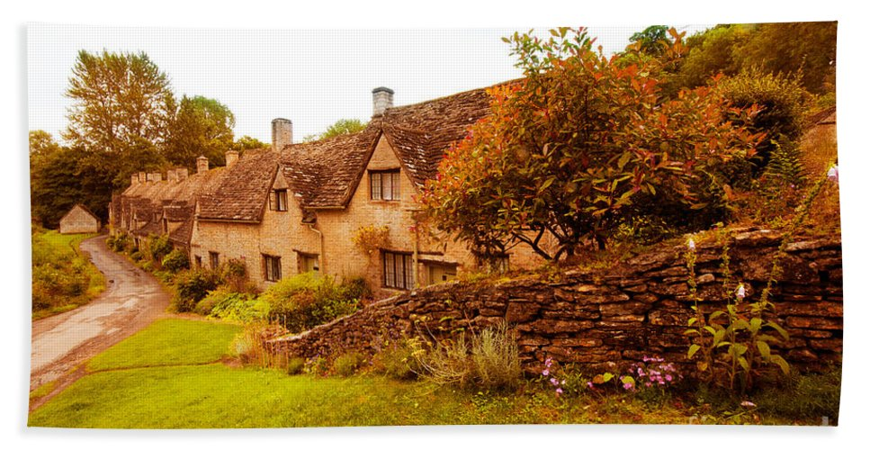 Bibury Bath Sheet featuring the photograph Bibury Almhouses by Rob Hawkins