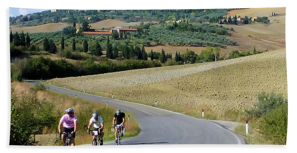 Italy Hand Towel featuring the photograph Bicycling In Tuscany by Richard Rutan